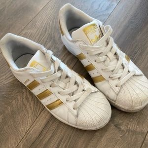 Adidas superstars size 6.5 in GOLD and WHITE